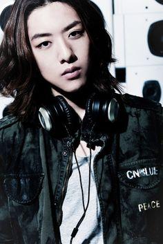CN BLUE'S LEE JUNG SHIN STRUMS INTO SINGAPORE FOR SCOOT: K-POP STAR HUNT 3