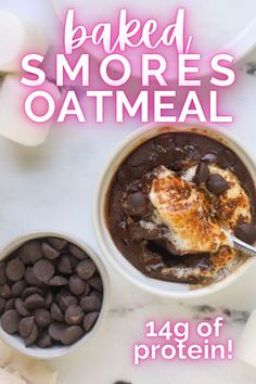 Baked s'mores oatmeal is the next best thing when you don't want to drag out the fire pit! Full of nutrition and chocolatey flavor! Chocolate Cup Desserts, Chocolate Oats, Low Calorie Peanut Butter, Peanut Butter Cups, Easy Delicious Recipes, Yummy Food, Baked Smores, Pinterest Recipes, Pinterest Food
