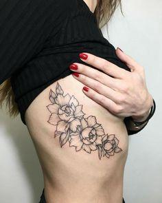 24 Feminine Tattoos by Incredible Ira Shmarinova – Rib tattoo - Hybrid Elektronike Flower Tattoo On Side, Flower Tattoo Drawings, Flower Tattoo Shoulder, Flower Tattoo Designs, Butterfly Tattoos, Watercolor Tattoos, Flower Tattoos, Diy Tattoo, Tattoo Video