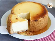 A real New-York style cheesecake, who can resist? - Recipe Dessert : New-york cheesecake by PetitChef_Official German Cheesecake, Healthy Cheesecake, Cheesecake Desserts, Pumpkin Cheesecake, Japanese Cotton Cheesecake, Passionfruit Cheesecake, Cheesecake Brownies, Newyork Cheesecake, New York Style Cheesecake