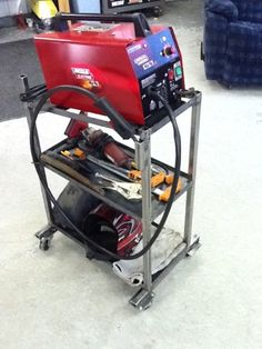 Homemade welding cart fabricated from square tubing, angle iron, and flat plate. Caster-mounted via outboard attach points for enhanced stability. Welding Cart, Diy Welding, Welding Tools, Welding Projects, Fun Projects, Welding Workshop, Metal Crafts, Ipad App, Homemade