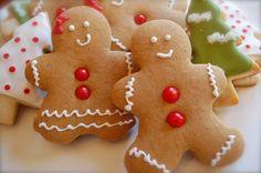 I biscotti di pan di zenzero sono dei dolcetti perfetti per Natale da decorare in mille modi diversi, ma ottimi anche per stupire i piccoli