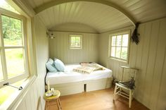 photo woodland-hut-interior_zps79db9c3b.jpg