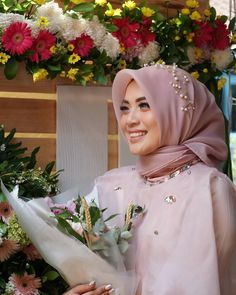 Hijab Engagement Inspiration ☁ @terosha ☁ Royal Wedding Gowns, Muslim Wedding Dresses, Graduation Makeup, Graduation Party Decor, Engagement Makeup, Hijab Tutorial, Girl Hijab, Engagement Inspiration, Fashion 2020