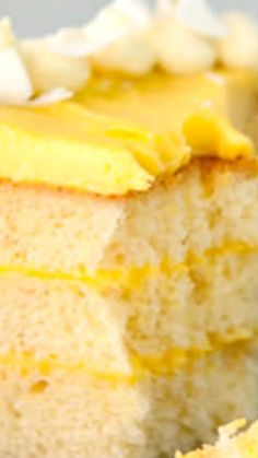 Mango Coconut Chiffon Cake Recipe ~ a light, tender coconut cake with a tropical feel Source by lahawf . Fun Desserts, Delicious Desserts, Tropical Desserts, Baking Desserts, Shortbread, Chiffon Cake, Chiffon Recipe, Cake Recipes, Dessert Recipes