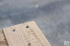 How to Build a Outdoor Bar Table – Do it YourSelf Interior Design Diy Outdoor Furniture, Garden Furniture, Furniture Ideas, Outdoor Bar Table, Outdoor Coffee Tables, Ana White, Bar Table Diy, Meme Design
