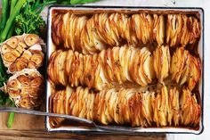 Garlic and thyme potato stack Garlic Parmesan Potatoes, Roasted Garlic, Vegetable Side Dishes, Vegetable Recipes, Potato Recipes, Vegetable Ideas, Potato Dishes, Chicken Recipes, Enchiladas