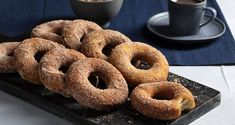 Γρήγορα donuts από τον Άκη Πετρετζίκη! Φτιάξτε εύκολα, γρήγορα και αφράτα ντόνατς με υλικά που έχετε όλοι στο σπίτι σας σε χρόνο ρεκόρ!