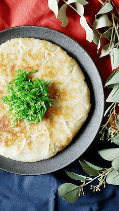 フライパンで包まないエビ焼き餃子 ~ レシピ   Tastemade