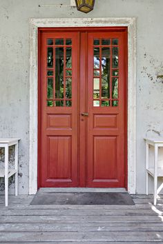 Pardörrar med spröjs Front Door Paint Colors, Painted Front Doors, Us White House, Double Front Doors, Shutter Doors, Door Trims, French Country Cottage, House Built, House Entrance