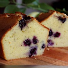 Blueberry Lemon Pound Cake with Yogurt - CUKit! Köstliche Desserts, Delicious Desserts, Yummy Food, Sweet Recipes, Cake Recipes, Dessert Recipes, Kitchen Recipes, Cooking Recipes, Cooking Food