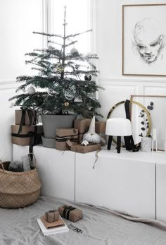Nordmann fir : Christmas tree tradition that will grow with you (Only Deco Love) Nordische Weihnachten Modern Christmas, Scandinavian Christmas, Christmas Home, Scandinavian Design, Christmas Trees, White Christmas, Nordmann Fir Christmas Tree, Christmas Staircase Decor, Norwegian House