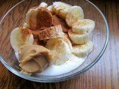 Vanilla greek yogurt with banana slices, peanut butter and cinnamon