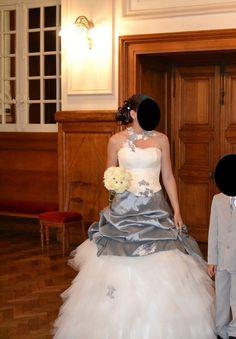 Robe de mariée T38 d'occasion grise et blanche - Aube