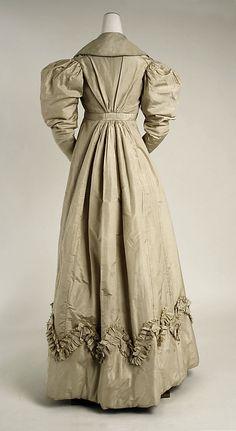 1825 pelisse (back view), British, made of silk The Metropolitan Museum of Art 18th Century Clothing, 19th Century Fashion, Vintage Dresses, Vintage Outfits, Vintage Fashion, Historical Costume, Historical Clothing, Jane Austen, Regency Dress