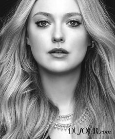 Dakota Fanning lands the Summer 2018 cover of DuJour Magazine. Photographed in black and white, the actress wears a Pamella Roland dress with cut-outs. Estilo Dakota Fanning, Dakota Fanning Style, Celebrity Travel, Celebrity Photos, Fanning Sisters, Kellan Lutz, Portraits, Beauty Editorial, Actress Photos