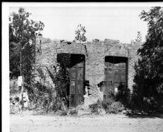 Ruins of the Wells Fargo bank in El Dorado, :: California Historical Society Collection, Usc Library, University Of Southern California, Applied Science, Old West, Illuminated Manuscript, Social Science, Vintage Pictures, Wells, Old Town