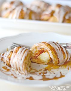 Easy Caramel Apple Cinnamon Roll Ups with Caramel and Cream Cheese Icing (Apple Recipes With Crescent Rolls) Apple Pie Recipe Easy, Easy Pie Recipes, Apple Recipes, Fall Recipes, Sweet Recipes, Cooking Recipes, Fruit Deserts Recipes, Apple Desserts, Desert Recipes