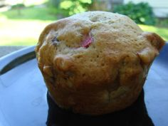Rhubarb Muffins - to try :) Free Breakfast, Breakfast Recipes, Rhubarb Muffins, Muffin Recipes, Pecan, Baking Soda, Oatmeal, Favorite Recipes, Desserts