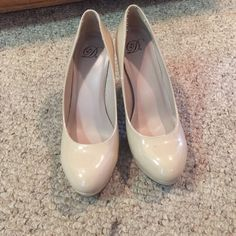 Nude high heels Good shoes and great condition. Barely wore that's why I'm selling. Shoes Heels