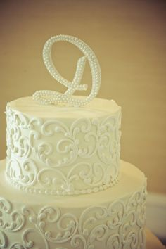 Charming Country Club Wedding in Georgia.I love this design. Nothing beats old school piping Wedding Cakes With Cupcakes, Cupcake Cakes, Damask Cake, Piping Design, Cake Pictures, Cake Pics, Cake Piping, Traditional Wedding Cake, Real Weddings