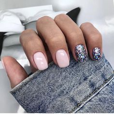A misconception that beautiful manicure can only be on long nails. We have collected a selection of design ideas for a spectacular manicure. New Year's Nails, Love Nails, Fun Nails, Hair And Nails, S And S Nails, New Years Nail Designs, Light Pink Nails, Super Nails, Gorgeous Nails