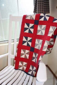 Red, white and blue pinwheel quilt, photo by Becca | Home is Where My Story Begins