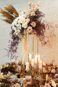 Golden Blooms in 2020 Modern Wedding Flowers, Simple Elegant Wedding, Gold Wedding, Floral Wedding, Wedding Colors, Christmas Wedding Centerpieces, Wedding Decorations, Event Planning Design, Event Design
