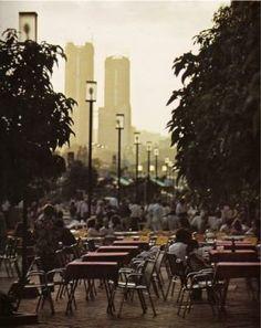 Es un Café en Caracas, Venezuela. Se llama la Vendimia Gran Café. Es un buen lugar para estar tranquilo y beber café. Es un buen lugar para descansar después de un día en la ciudad.