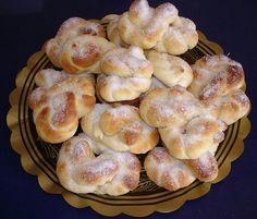 Esta receta es de una excelente cocinera sueca llamada Atina. El nombre en Sueco es Sockerkringla. Socker = azucar y kringla es la forma que tiene. Ingredientes: 25 grs. levadura prensada 125 grs. mantequilla o margarina 200 ml. leche 85 grs. azucar 1 cda. azucar vainillada 2 huevos 550 gr. de harina mantequilla deterrida para … Donut Recipes, Dessert Recipes, Venezuelan Food, Sweet Dough, Pan Dulce, Crazy Cakes, Sweet Pastries, Pan Bread, Sweet Breakfast