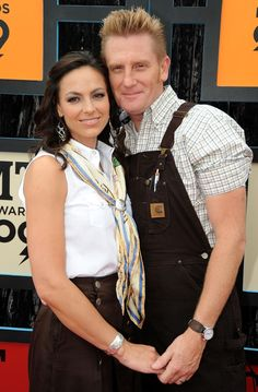 Joey + Rory's Joey Martin Feek Dies at 40 After Battle With Cancer Joey And Roy, Joey And Rory Feek, This Life I Live, Beat Cancer, Perfect Love, Country Music Singers, Music Lovers, Love Story, Indie