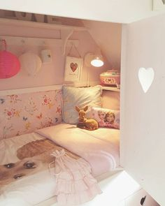 I 'm in LVE with my daughter her bed now with the shutters  Enjoy your evening! #bunkbed #bedste #girly #girlsroom #princess #pretty #love #lovely #dream #dreamhome #bedroom #girly #cottage #tamarajonker #lovelyhomeandme #bedstee #landelijkestijl #witwonen #meisjeskamer