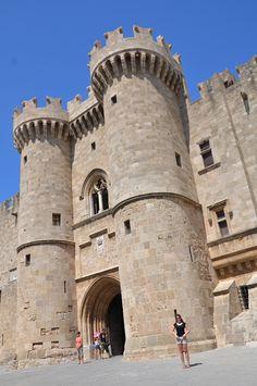 Castle of the Knights - Rodos  www.arttrip.it/rodi-storie-di-templi-senza-tempo-cavalieri-senza-paura-castelli-e-colossi/