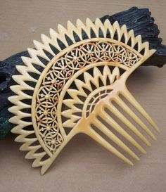 A large fan shaped French Ivory Art Deco styled hair comb in the traditional fan shape    CONDITION: good vintage condition    SIZE: 6¼ ins h