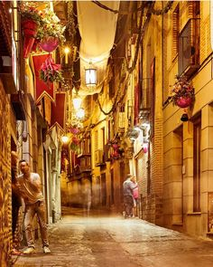 Buenas tardes igers!  Nuestra mención del día es para esta bonita imagen de @javier_le Están preciosas todas las calles Toledanas! Enhorabuena !  #somosinstagramers #igersspain  #igerstoledo by igerstoledo