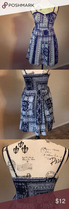 Blue and white flare Dress Cute comfy casual dress. Never worn once. Bought it and it has been hanging out in my closet since Dresses