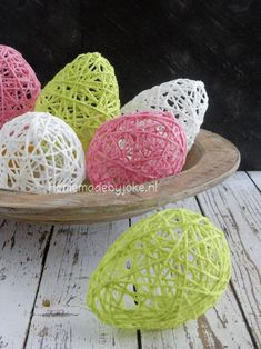 Easter eggs from wool - Ostern Ideen Diy For Kids, Crafts For Kids, Diy And Crafts, Arts And Crafts, Easy Easter Crafts, Diy Ostern, Easter Activities, Egg Art, Easter Eggs