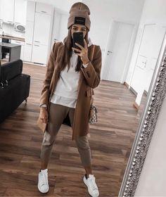 street_style_paris on Poshinsta Ootd Fashion, Women's Fashion Dresses, Fashion Clothes, Style Fashion, Luxury Fashion, Style Année 80, Fashion Tips For Women, Womens Fashion, Mode Shoes
