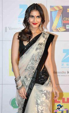 Zee Cine Awards 2014 - Vaani Kapoor Sarees For Girls, Indian Girl Bikini, Saree Backless, Sari Design, Indian Wife, Girl Trends, Stylish Sarees, Elegant Saree, Indian Outfits