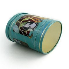 This tea tin can keep the tea well because of the solid lid.The quality offset printing make it suitable for tea packing