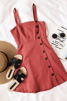 Minimalist Vintage Classy Street Style und Mode Inspiration 2018 Source by . Fashion Flats, Look Fashion, Fashion Outfits, Womens Fashion, Fashion Trends, Flat Lay Fashion, Fall Fashion, Dress Fashion, Feminine Fashion