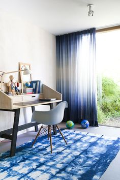 SHIBORI is the new hot trend in design,creating versatile looks with light and dark interior palettes. We guide you to get the perfect Shibori Style Look Dip Dye Curtains, Ombre Curtains, Canopy Curtains, Sheer Curtains, Home Decor Colors, Colorful Decor, Home Decor Ideas, Interior Design, Log Homes