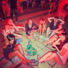 «#tropjolie #roadtrip #europeantrip #barcelona #spain #espana #mediterraneanlife #voyagevoyage #festival #musicfestival #music #musicislife #ilovemusic…»