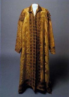 Cloak of Maxmilian II (1576), In: Hroby a hrobky našich knížat, králů a prezidentů, Lutovský, Bravermanová, 2007