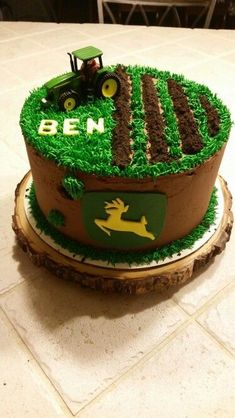 John Deere Cake … Briar will need this cake for first bday! Tractor Birthday Cakes, Farm Birthday, Birthday Parties, Tractor Cakes, Birthday Ideas, Birthday Cake Boy, Purple Birthday, Deer Cakes, Decoration Patisserie