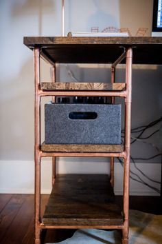 Kupferrohr DIY Computertisch Copper Tube DIY Computer Desk DIY office desk by Amanda May Photos Source by amandamayphotos Diy Office Desk, Office Computer Desk, Gaming Computer, Copper Furniture, Pipe Furniture, Office Furniture, Furniture Design, Furniture Projects, Furniture Stores