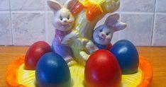 Η παράδοση θέλει τα αυγά  να βάφονται τη Μ. Πέμπτη , την ημέρα του Μυστικού Δείπνου , όπου φτιάχνονται και τα τσουρέκια , αλλά και η Λαμ... Greek Easter, Greek Recipes, Easter Eggs, Food And Drink, Blog, Dinner, Spring, Potato Noodles, Potato