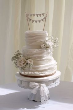 Stunning ruffle wedding cake by Zoe's fancy cakes White Wedding Cakes, Wedding Cupcakes, Beautiful Cakes, Amazing Cakes, Wedding Cales, Zoes Fancy Cakes, Gypsophila Wedding, Cupcake Wars, Wedding Cake Inspiration
