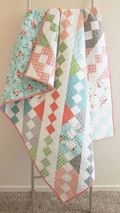 Jane's Ladder Quilt « Moda Bake Shop—love this charm pack or layer cake quilt! Charm Pack Quilt Patterns, Strip Quilt Patterns, Layer Cake Quilt Patterns, Layer Cake Quilts, Charm Pack Quilts, Strip Quilts, Easy Quilts, Patch Quilt, Quilt Blocks