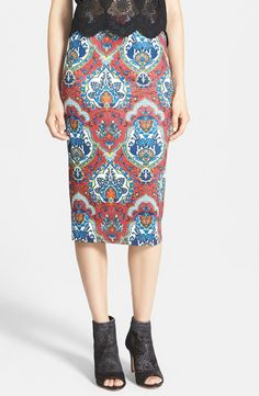 Ooh la la. Love this fitted midi skirt paired with peep-toe booties.
